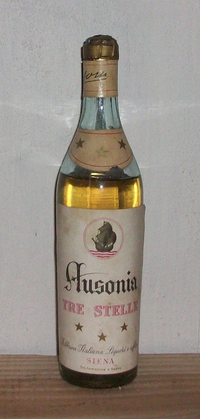 Foto delle bottiglie di liquore con sigillo metallico for Tre stelle arreda catalogo